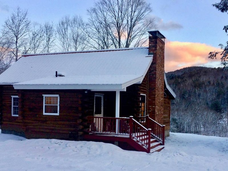 Vermont Log Cabin w/ Amazing Views, Close to Mount Snow, holiday rental in Chesterfield