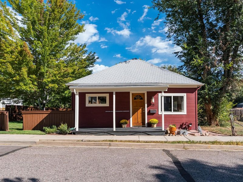 Downtown Getaway home perfect for either a couple or a family. Sleeps up to 7, holiday rental in Broomfield