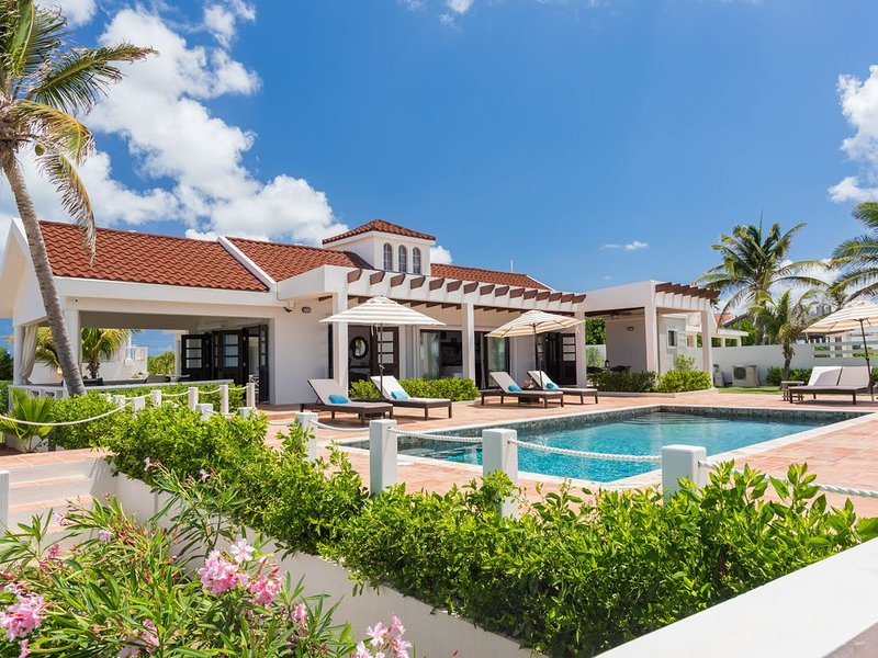 Villa Bramasole located right on the water has 3BDR close to restaurants & shops, alquiler de vacaciones en South Hill