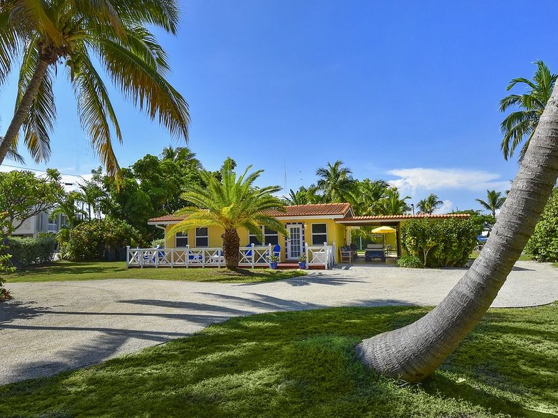Charming Islamorada Beach and Canal House/Cottage, holiday rental in Long Key