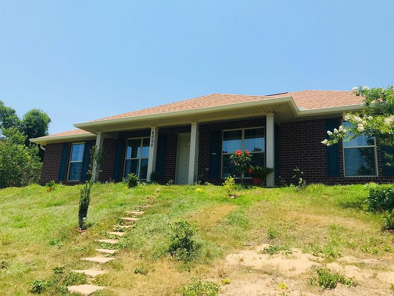 DUONG PENSACOLA BAY HOME, holiday rental in Milton