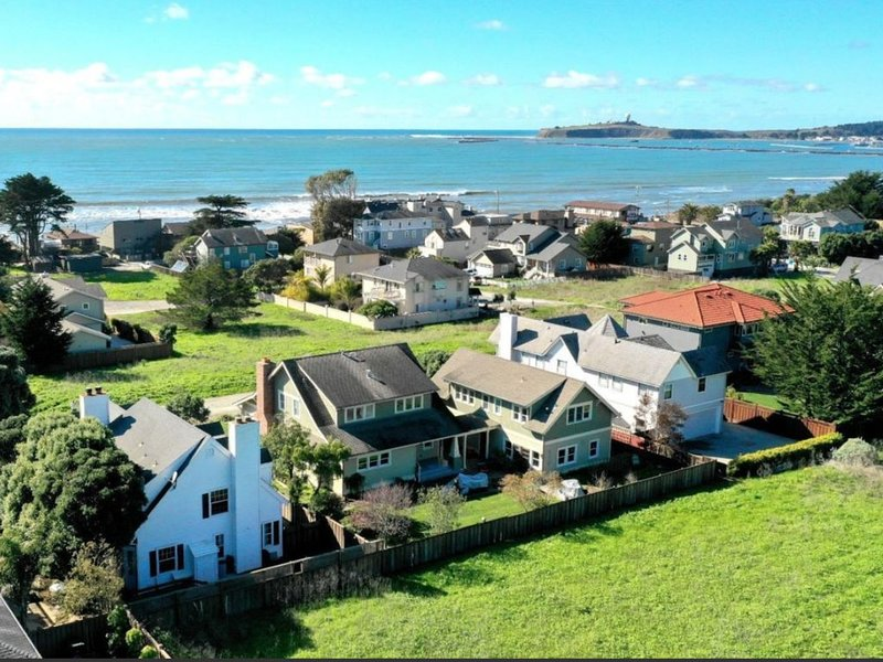 Entire Beach House 4Br 3.5Ba, holiday rental in Moss Beach