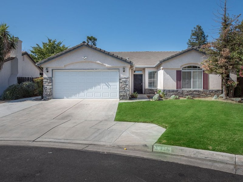 4bd/2ba Home with Pool in Fresno/near Clovis, holiday rental in Fresno