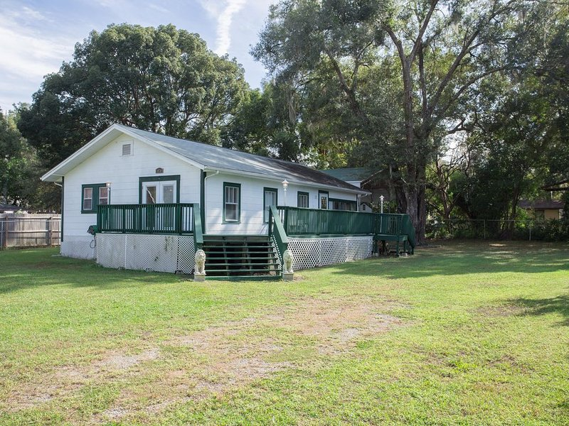 River Florida Vacation Home 2BR/2BTH Convenient location / quiet neighborhood! – semesterbostad i Dunnellon