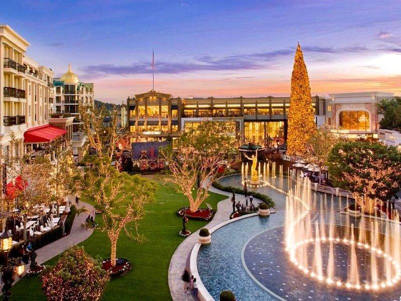 Luxurious 2 suites & 3 baths in Americana Glendale CALIFORNIA. 30 days minimum!, holiday rental in Glendale