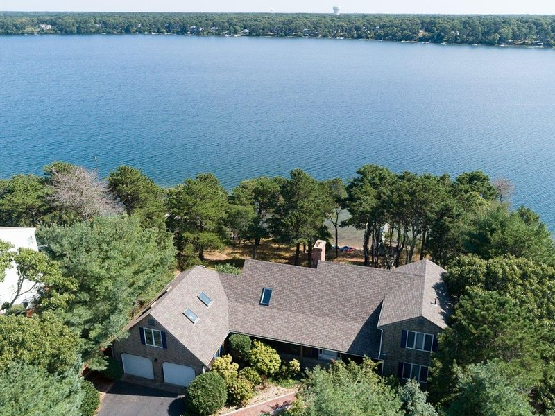 Beautiful Cape Cod home on Long Pond in Harwich, MA, location de vacances à Lake Pleasant