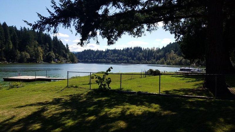*Gateway to Mount Rainier* Spacious Ohop Lake Waterfront Home, vacation rental in Yelm