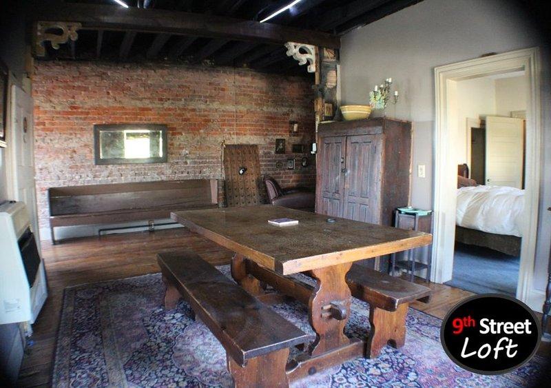 Come Enjoy a 125 Year Old East TN Loft, holiday rental in Calhoun