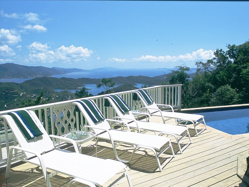 One Particular Harbour- amazing views, pool, a/c, privacy!, vacation rental in St. John