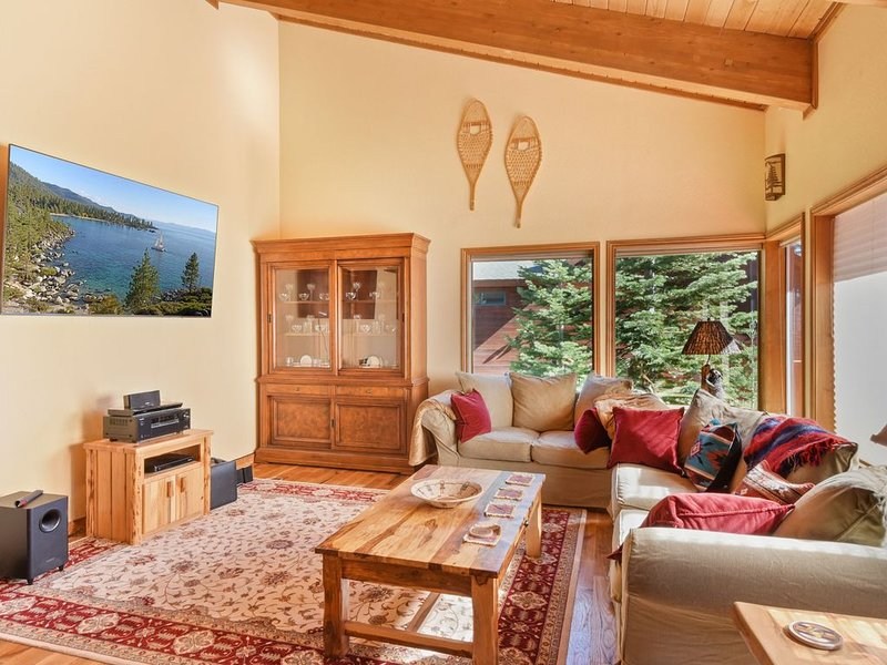 Spacious getaway short drive to Northstar, Game room for kids, Smart TV, Rice Co, alquiler vacacional en Tahoe Vista