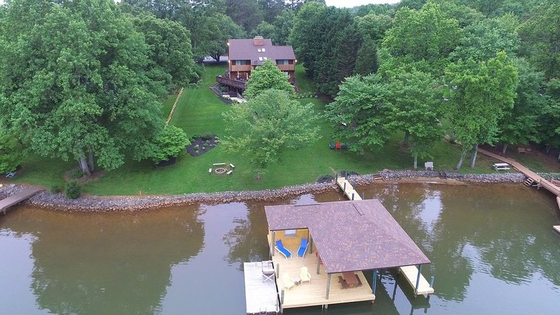 Overhead view, gentle lot, huge dock