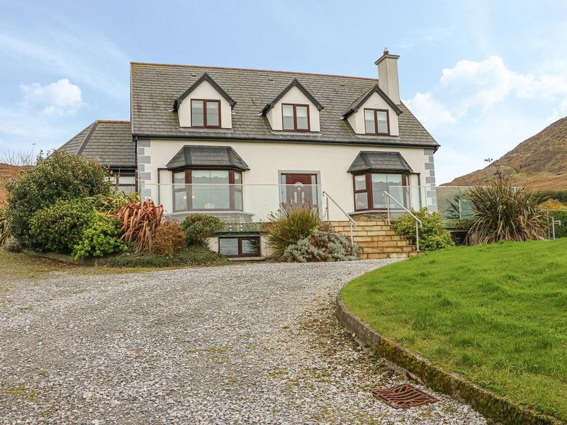 Starbay House, EYERIES, COUNTY CORK, holiday rental in Castletownbere