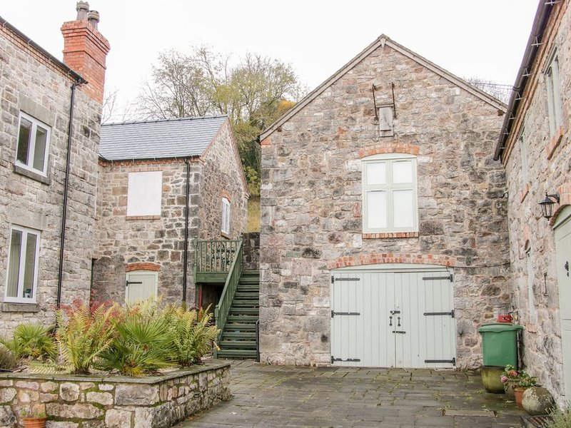 The Hayloft, TREFONEN, holiday rental in Pant