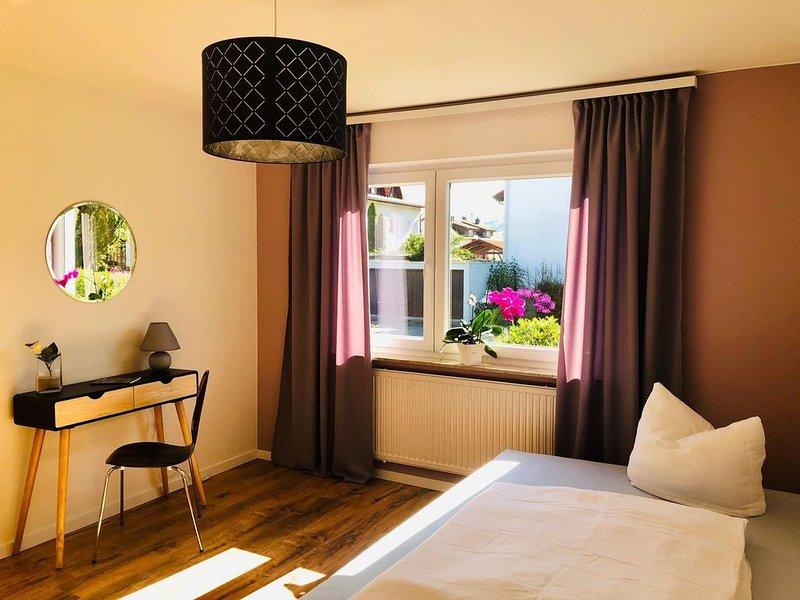 Doppelzimmer mit Gemeinschaftsbad, holiday rental in Neuhausen am Rheinfall