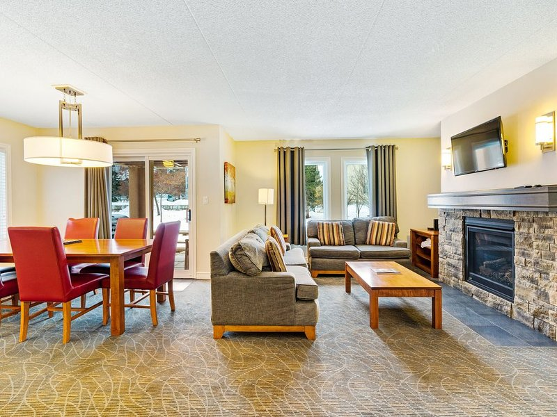 Upgraded, family-friendly, Blue Mountain condo w/ fireplace, patio, & gas grill, holiday rental in Feversham
