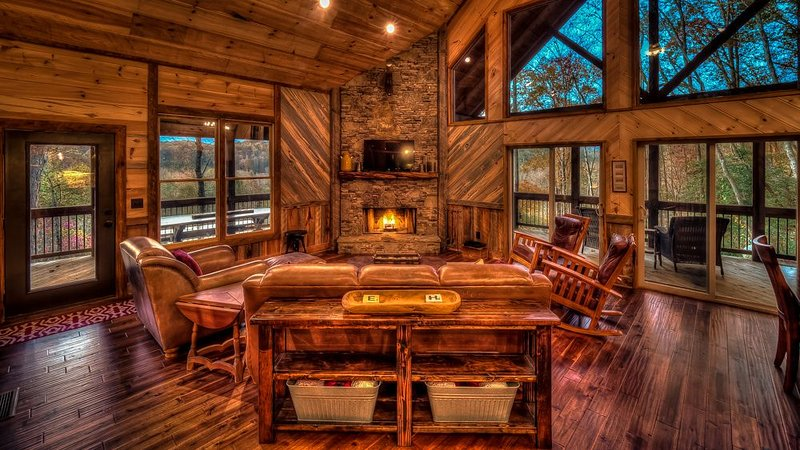 Highland Harmony- Outdoor Fireplace | Master on Main | Peaceful Escape, vacation rental in Cherrylog