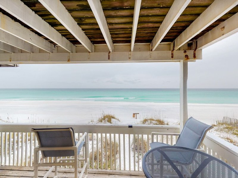 Beachfront townhome w/ private deck & beach access - dogs welcome!, holiday rental in Destin