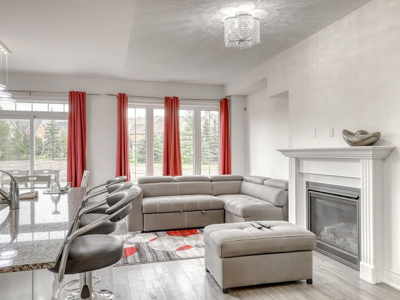 Two-story ski retreat w/open concept, shared pool & gas grill, holiday rental in Nottawa