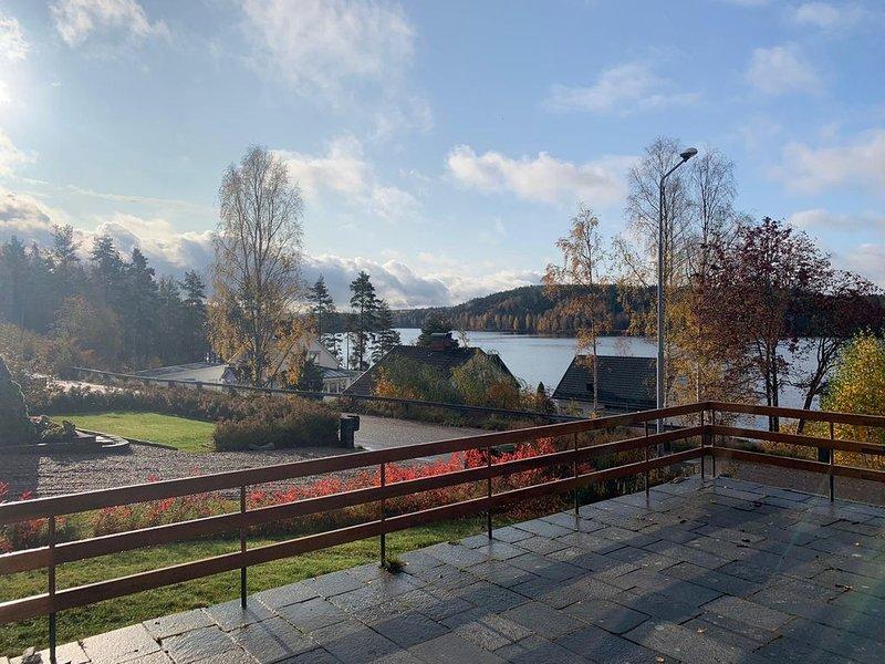 Large 4 bedroom house with great views, location de vacances à Edsleskog