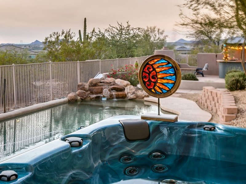 Luxurious & Private Desert Oasis with heated pool, sunset views, hot tub, holiday rental in Sun City West