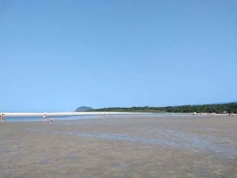 Casa 3 quartos em Camburi, aluguéis de temporada em Praia Barra do Sahy