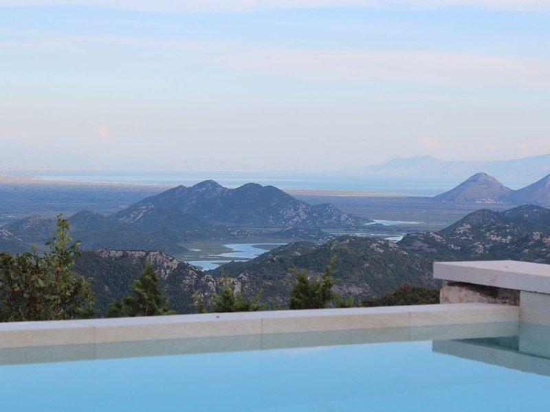 Breathtaking villa surrounded by Lake Scutari Natural Park (Skadar), holiday rental in Danilovgrad