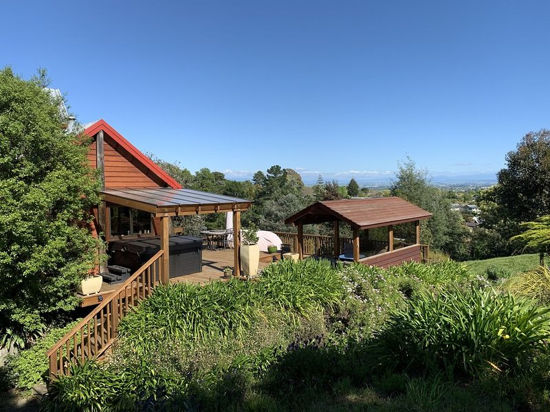 Elevated, resort holiday paradise, in the hills of Te Mata Peak., aluguéis de temporada em Clive