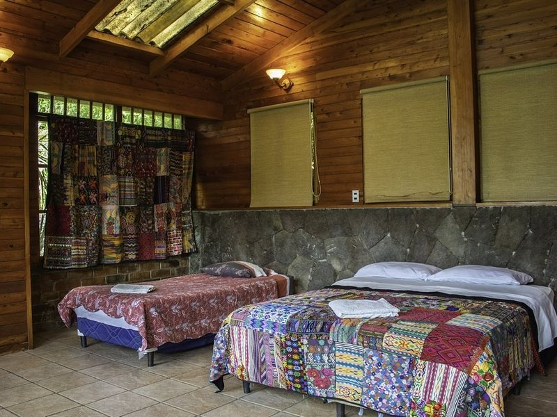 Atitlan Lakefront Chalet, holiday rental in San Pedro La Laguna