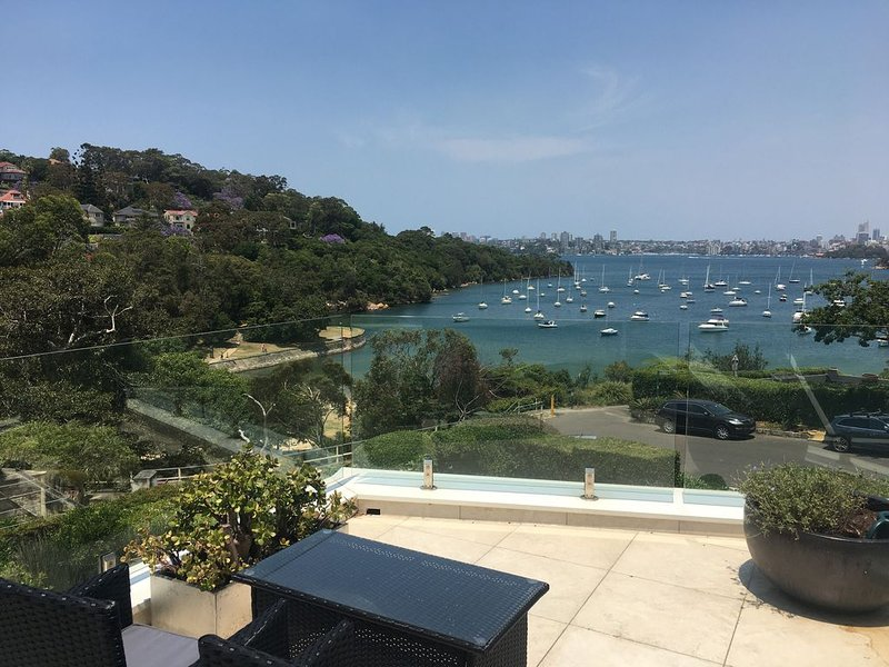 Gorgeous Large Family Home in Perfect Beach Location, vacation rental in Mosman
