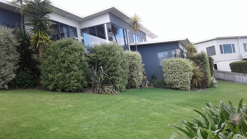 Room To Let .        Single or Couple, holiday rental in Omokoroa Beach