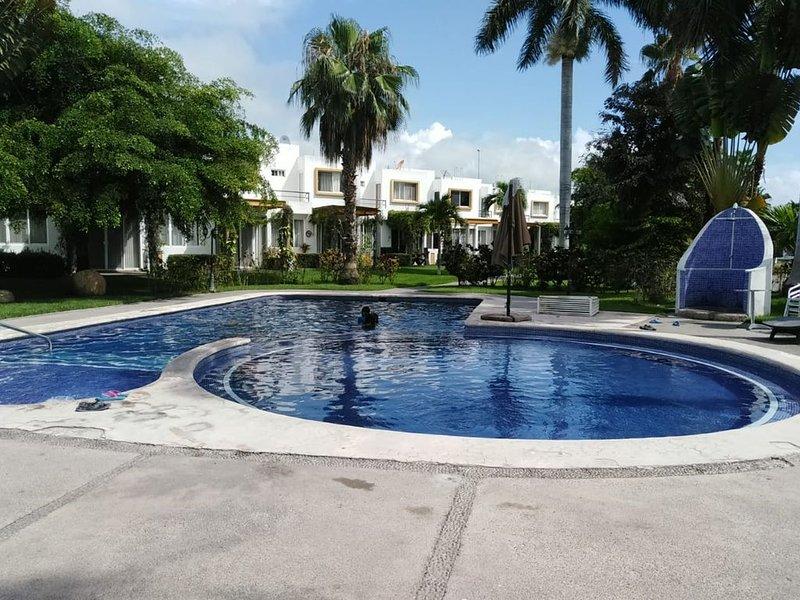 Casa en comunidad privada con alberca y a 10 min de la playa, location de vacances à Mezcales