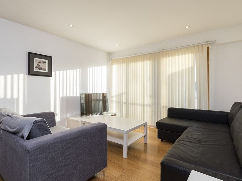 Stunning 2 bed | 2 bathroom apartment, holiday rental in Caterham