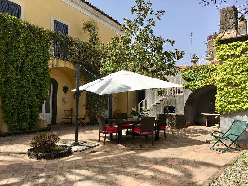Casa Camelia, un bel casale in stile  siciliano, casa vacanza a Viagrande
