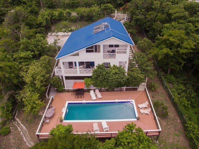 Summer Breeze  - 4 bed 4 bathroom Villa with Pool, aluguéis de temporada em Cas En Bas