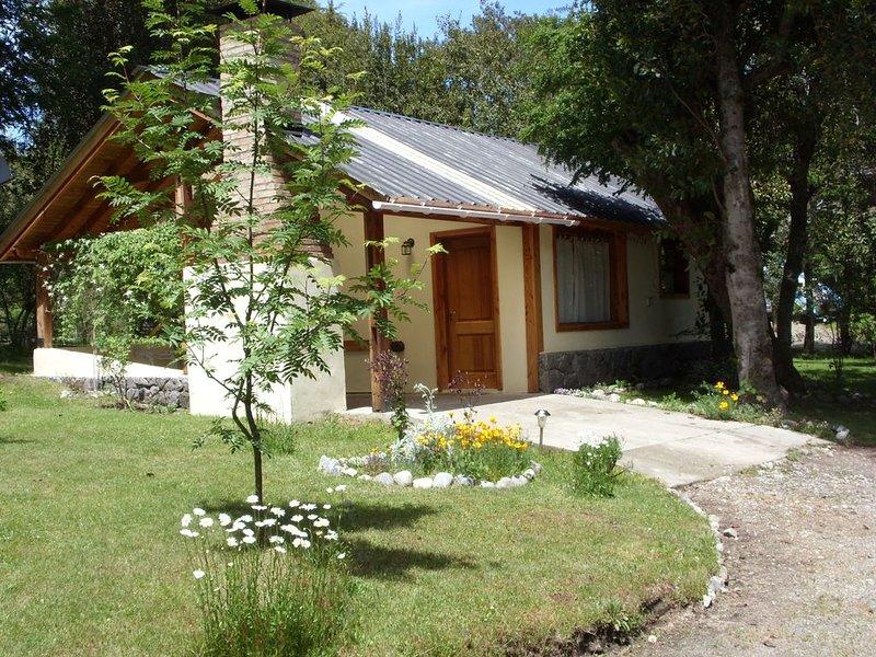 Cabañas muy cerca del lago, vacation rental in Villa La Angostura