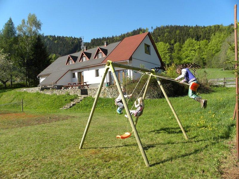 Ruime vakantievilla op toplocatie (voor nog geen € 15,- per persoon per nacht), holiday rental in Horni Mala Upa