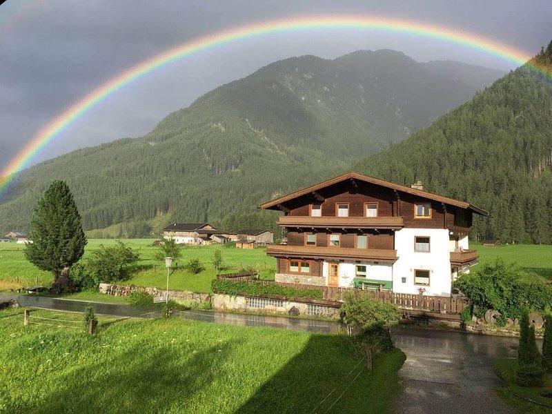 Sfeervol 4-6 persoons appartement van 60m2 op prachtige locatie met uitzicht, holiday rental in Rosental