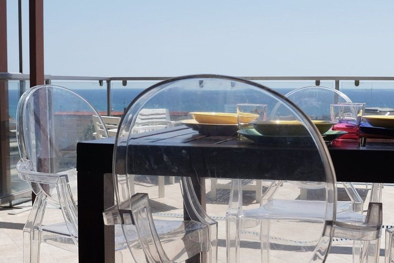 ATTICO FRONTE MARE DIANO MARINA, vacation rental in Diano Marina