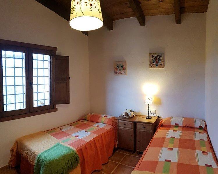 CASA RURAL A LOS PIES DE LA SIERRA DE LA ALMENARA EN LORCA, holiday rental in Lorca