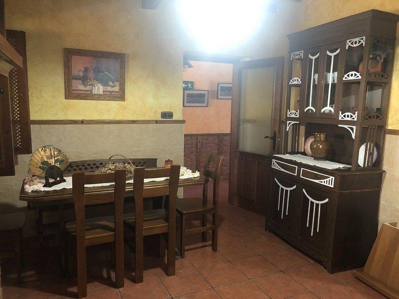 Casa rural del labrador, un hogar donde disfrutar de tu familia y amigos., aluguéis de temporada em Espeja