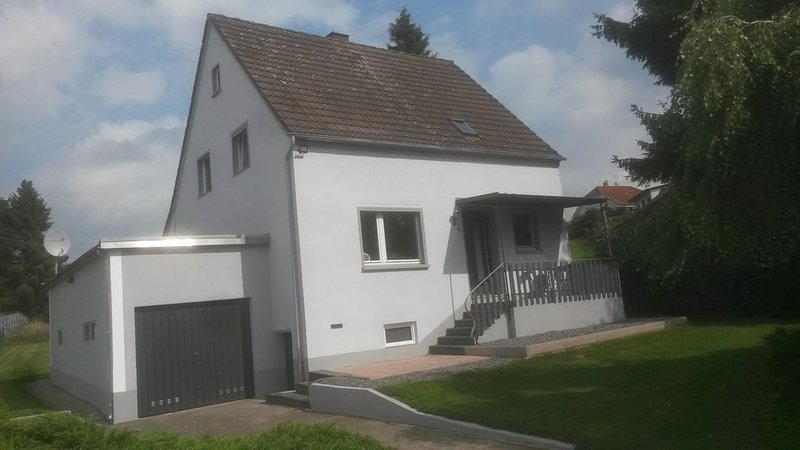 Ferienhaus Eifel-Charme mit Sauna & Whirlpool, holiday rental in Hillesheim