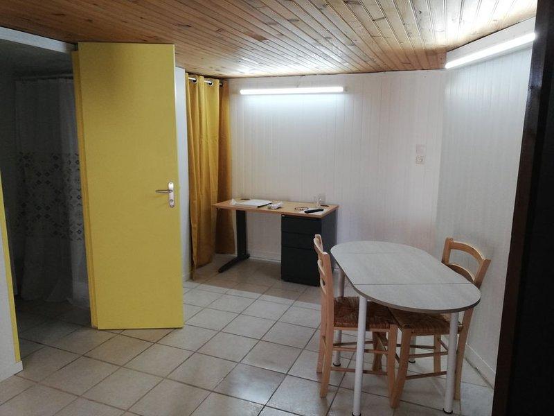 Studio de 25m² au bord de la loire à 3 minutes de la centrale de Belleville, location de vacances à Vailly-sur-Sauldre