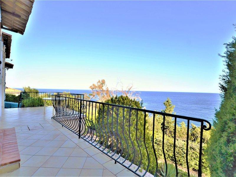 Villa plein Sud à Théoule sur Mer entre Cannes et St Raphaël, casa vacanza a Théoule sur Mer