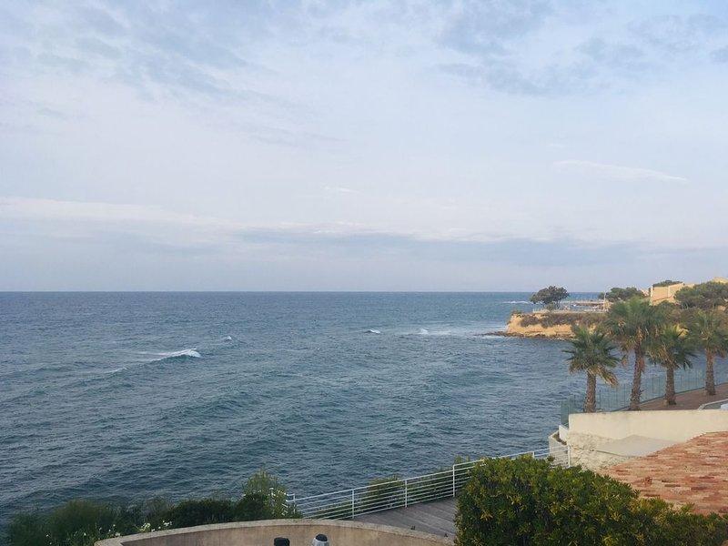 Villa front de mer, terrasse et clim, 5 min plage, location de vacances à Sausset-les-Pins