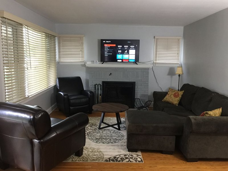 Cozy Home in Rochester, NY Suburb, holiday rental in Fairport