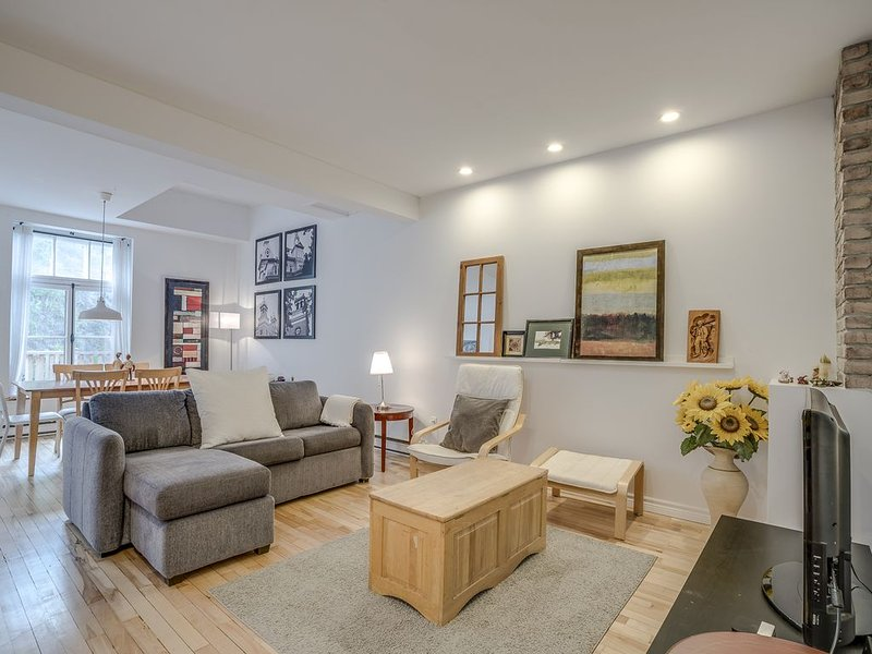 2 BDRMS in Old-Québec - Free Parking - 6 people, holiday rental in Levis