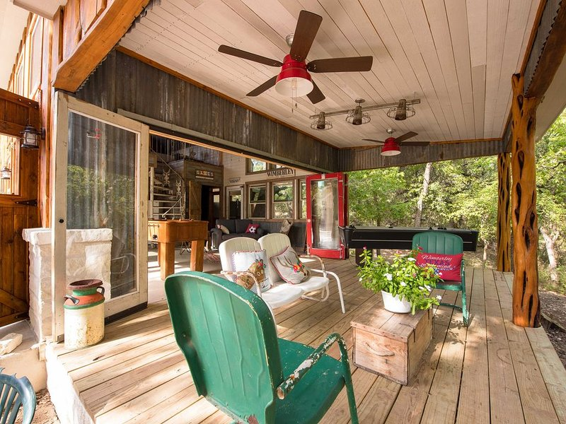 Guest House with semi-private swimming hole on cypress creek, holiday rental in Wimberley