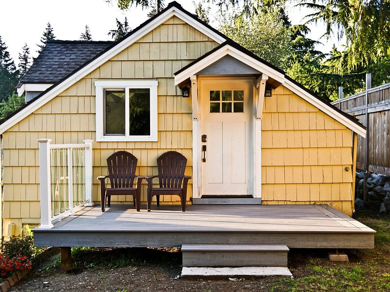 Peaceful and private studio, easy walk to downtown Edmonds, alquiler de vacaciones en Lynnwood