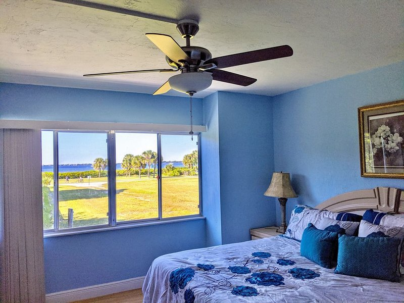 Charlotte Harbor View Condo - Monthly Rental, casa vacanza a Punta Gorda