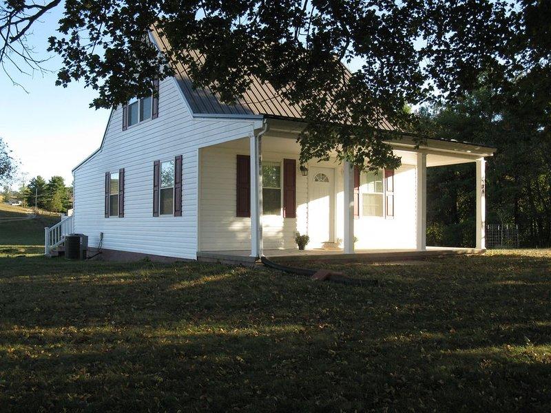 Twin Maple Cottage, a country cottage get away near Blacksburg - 3BR 1Bath, location de vacances à Radford